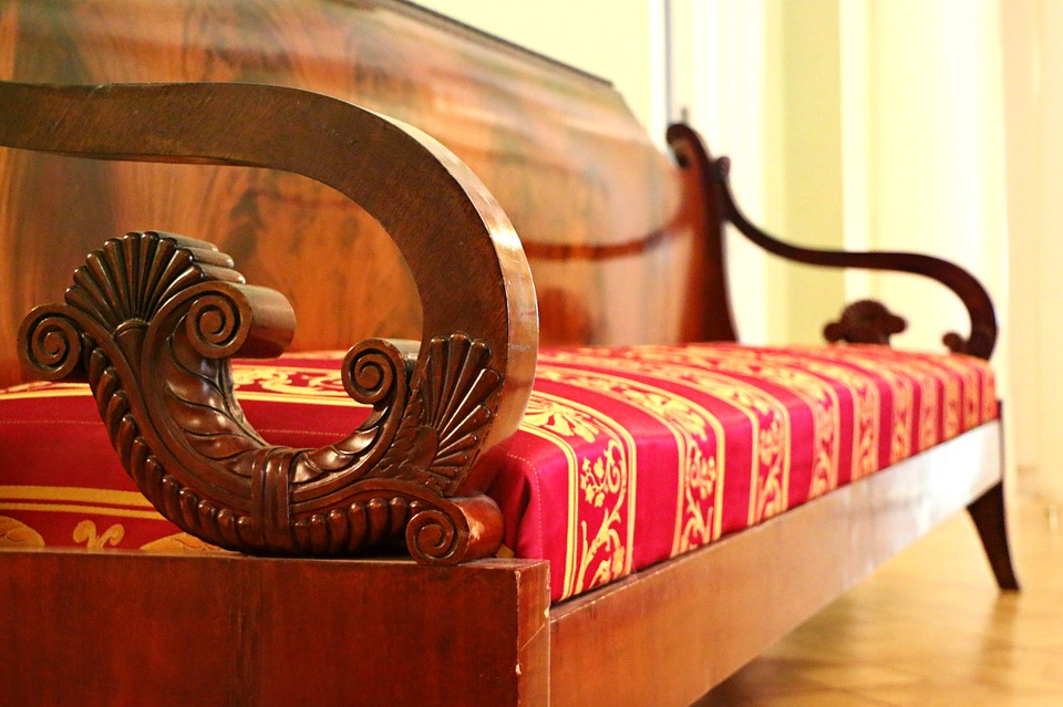 How to pack antique furniture safely