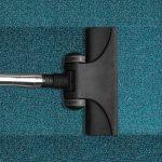 Vacuum cleaner cleans rug