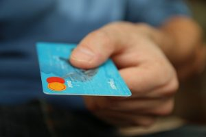 Paying with a credit card as a way to avoid moving scams