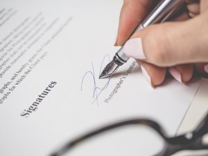 With verbal moving agreements you will not have to sign anything. A person holding a pen, signing a contract