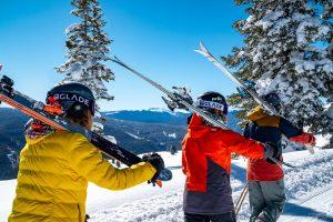 people going on skiing