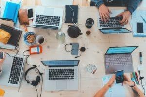 men typing,resolving complaints on social media