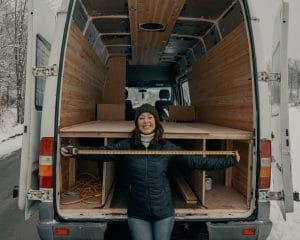 a woman mover measuring